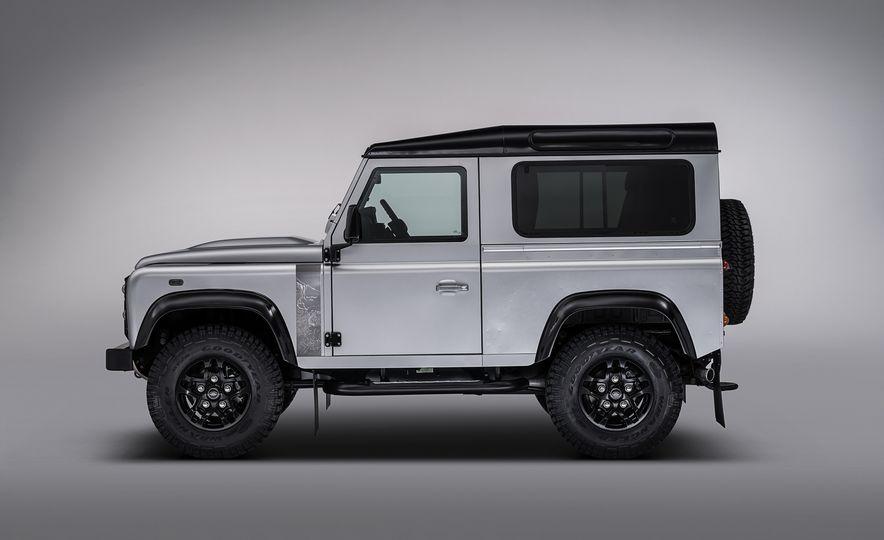 2015 Land Rover Defender 2,000,000 Edition - Slide 6