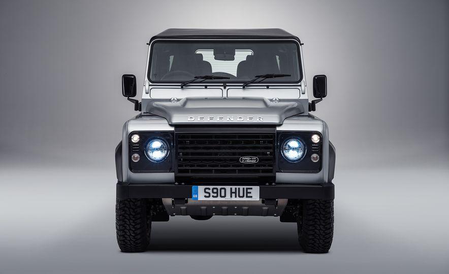 2015 Land Rover Defender 2,000,000 Edition - Slide 8