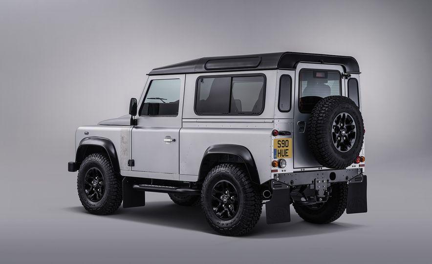 2015 Land Rover Defender 2,000,000 Edition - Slide 9