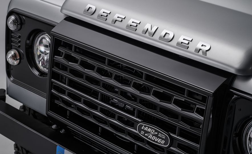 2015 Land Rover Defender 2,000,000 Edition - Slide 10
