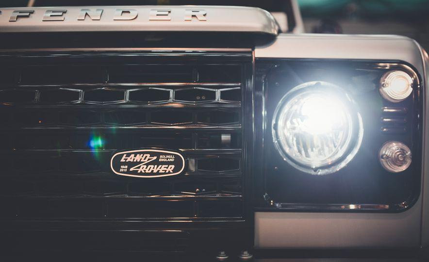 2015 Land Rover Defender 2,000,000 Edition - Slide 12