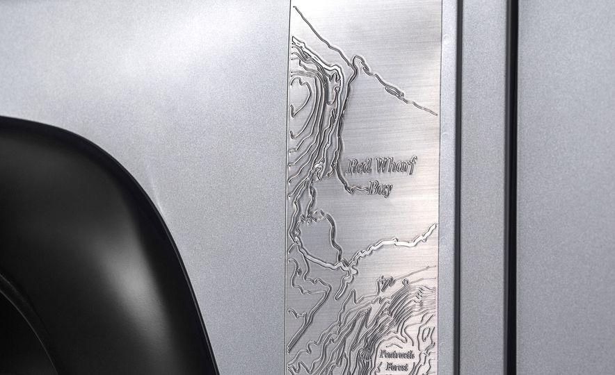 2015 Land Rover Defender 2,000,000 Edition - Slide 14