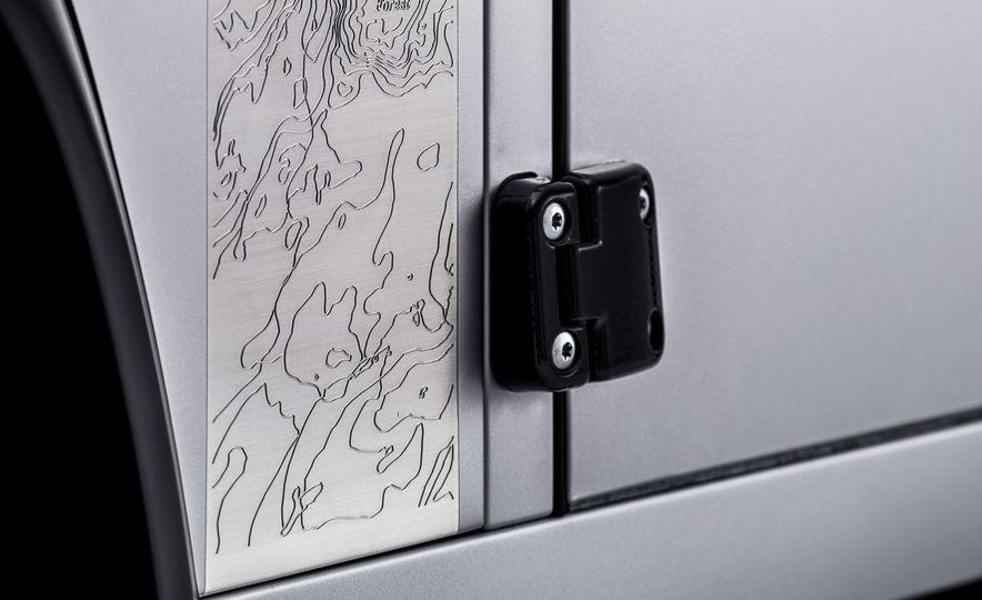 2015 Land Rover Defender 2,000,000 Edition - Slide 16