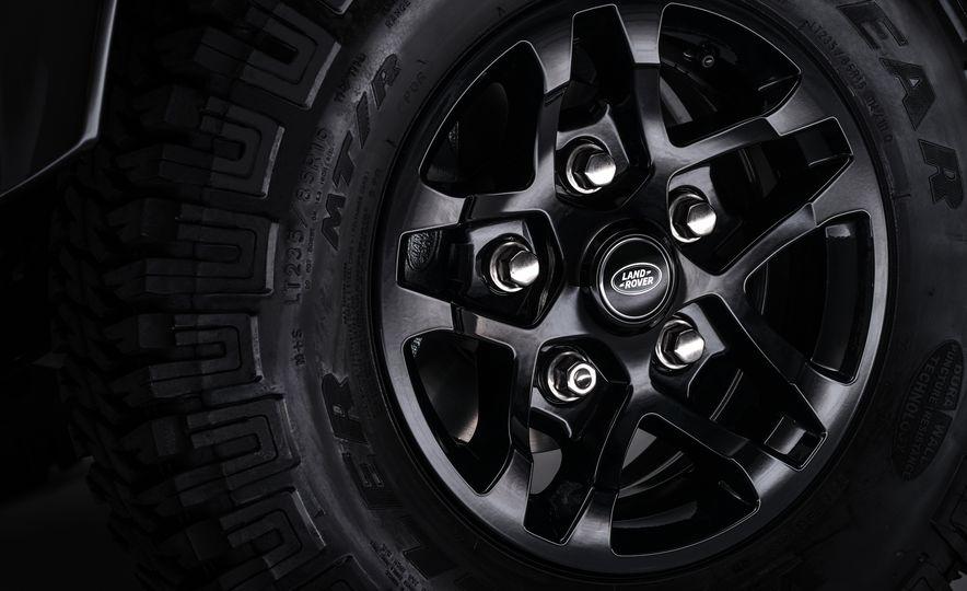 2015 Land Rover Defender 2,000,000 Edition - Slide 21
