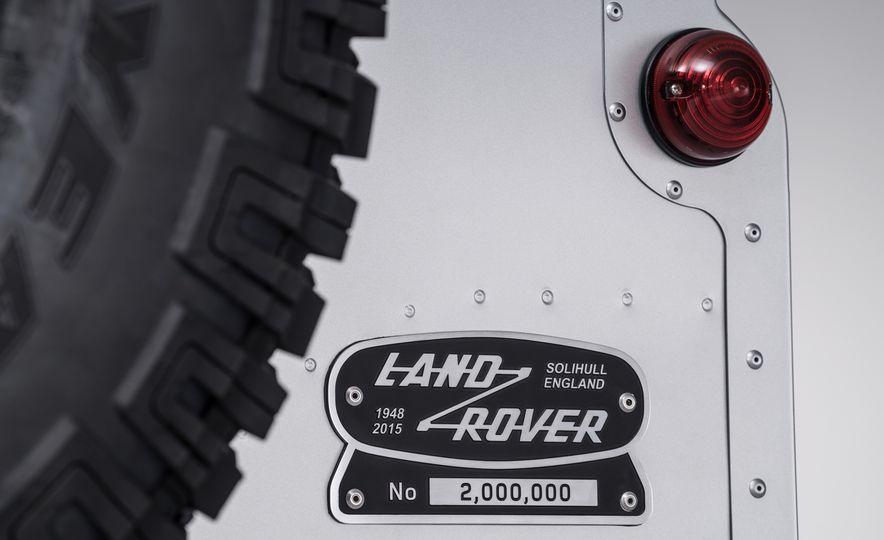 2015 Land Rover Defender 2,000,000 Edition - Slide 24