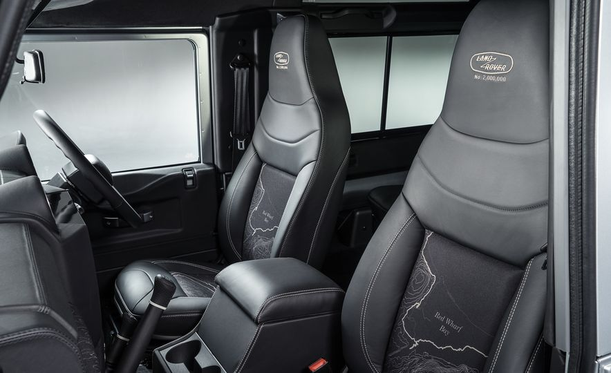 2015 Land Rover Defender 2,000,000 Edition - Slide 26