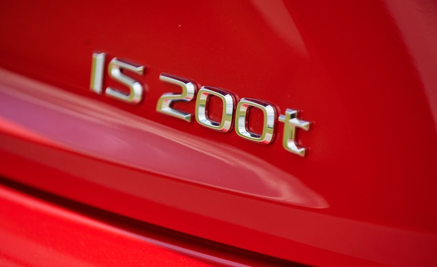 2016 Lexus IS200t F Sport - Slide 9