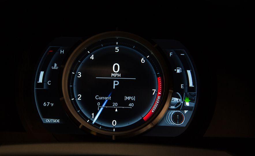 2016 Lexus IS200t F Sport - Slide 17