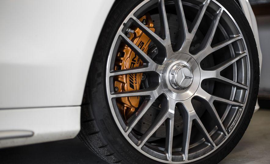 2015 Mercedes-AMG C63 S-Model - Slide 16