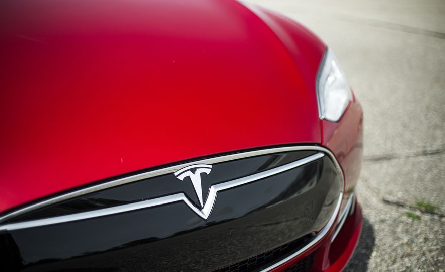 2015 Tesla Model S P85D - Slide 69