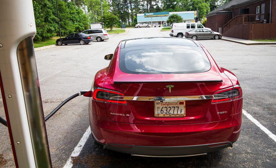 2015 Tesla Model S P85D - Slide 96