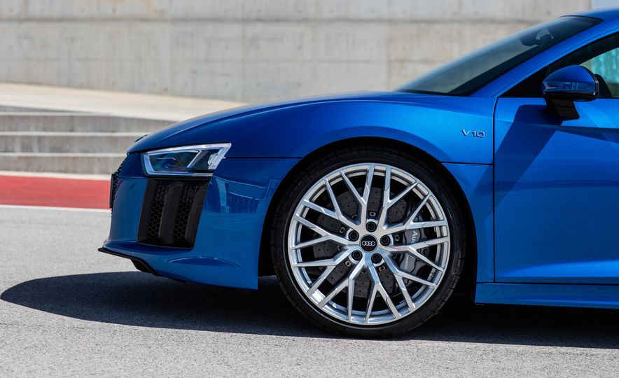 2017 Audi R8 Plus - Slide 63