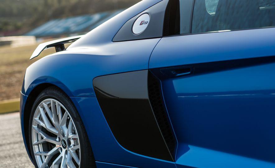 2017 Audi R8 Plus - Slide 17