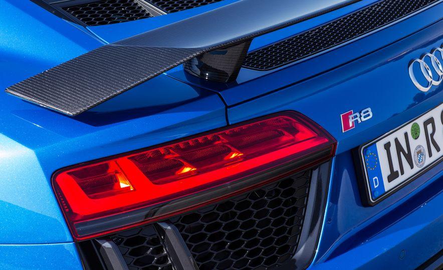 2017 Audi R8 Plus - Slide 20