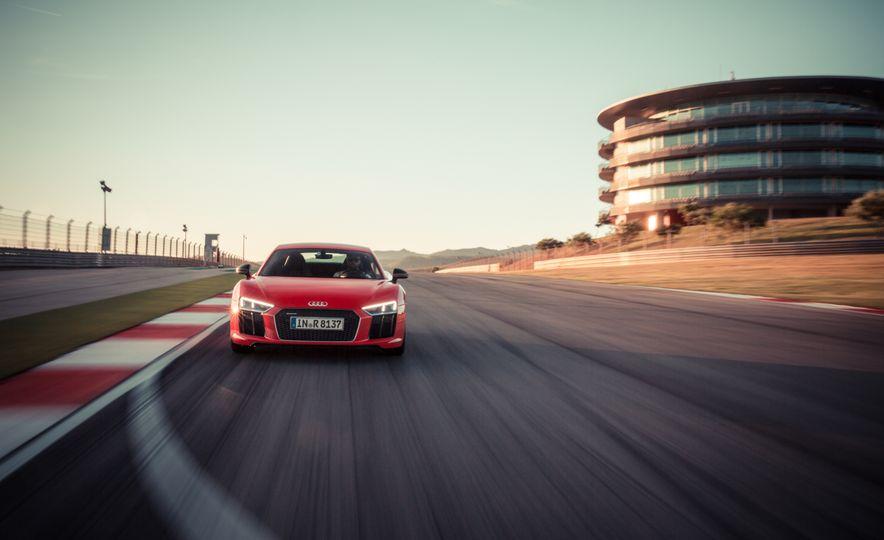 2017 Audi R8 Plus - Slide 32