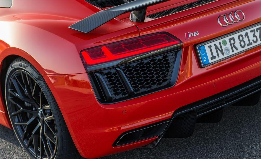 2017 Audi R8 Plus - Slide 46