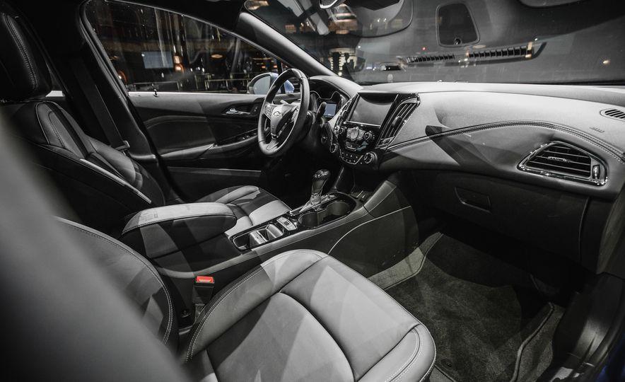 2016 Chevrolet Cruze RS - Slide 21