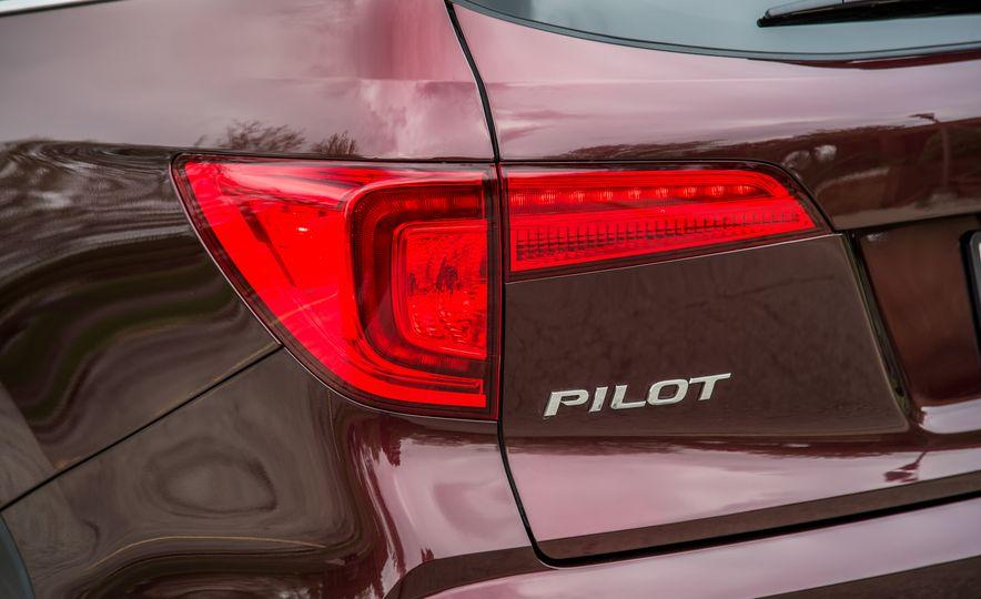2016 Honda Pilot Elite AWD - Slide 7