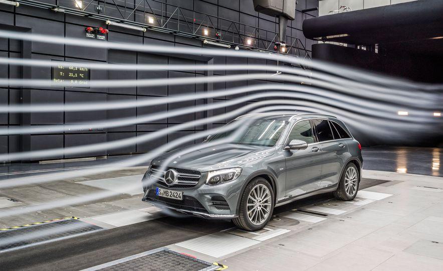 2016 Mercedes-Benz GLC250d 4MATICs (Euro-spec) - Slide 40