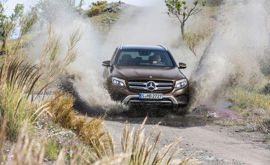 2016 Mercedes-Benz GLC250d 4MATICs (Euro-spec) - Slide 26