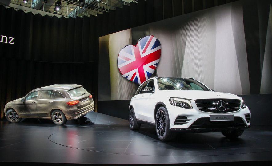 2016 Mercedes-Benz GLC250d 4MATICs (Euro-spec) - Slide 2