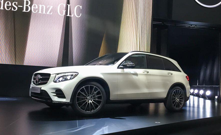 2016 Mercedes-Benz GLC250d 4MATICs (Euro-spec) - Slide 3