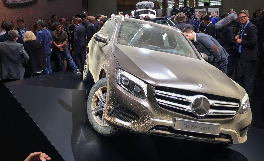 2016 Mercedes-Benz GLC250d 4MATICs (Euro-spec) - Slide 4