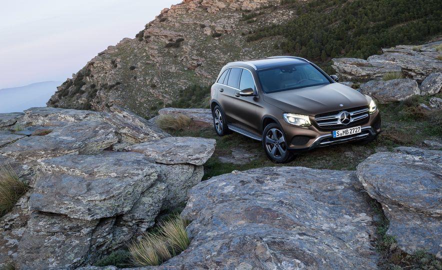 2016 Mercedes-Benz GLC250d 4MATICs (Euro-spec) - Slide 34
