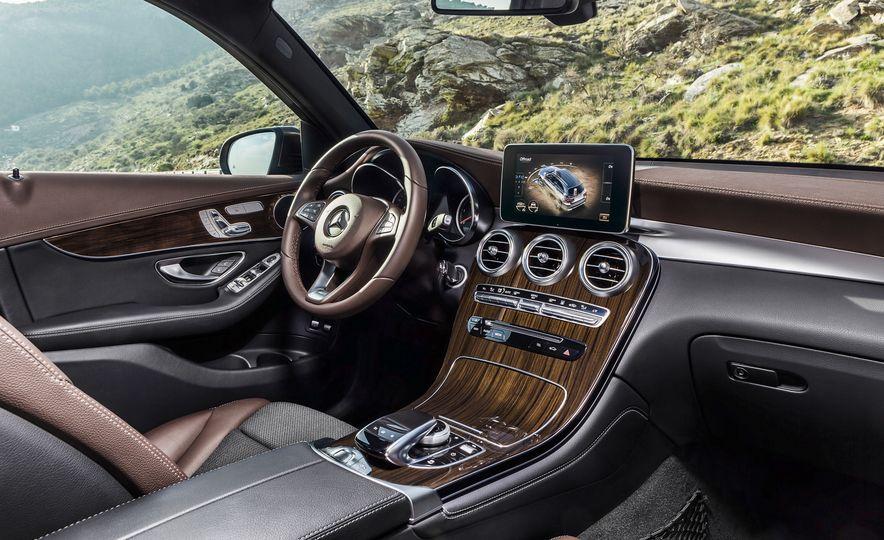 2016 Mercedes-Benz GLC250d 4MATICs (Euro-spec) - Slide 37