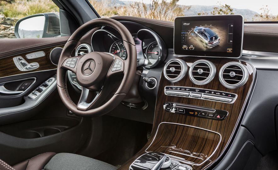 2016 Mercedes-Benz GLC250d 4MATICs (Euro-spec) - Slide 38