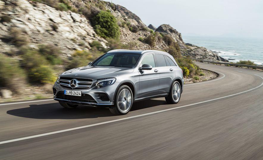 2016 Mercedes-Benz GLC250d 4MATICs (Euro-spec) - Slide 7