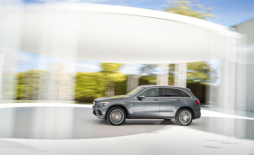 2016 Mercedes-Benz GLC250d 4MATICs (Euro-spec) - Slide 10