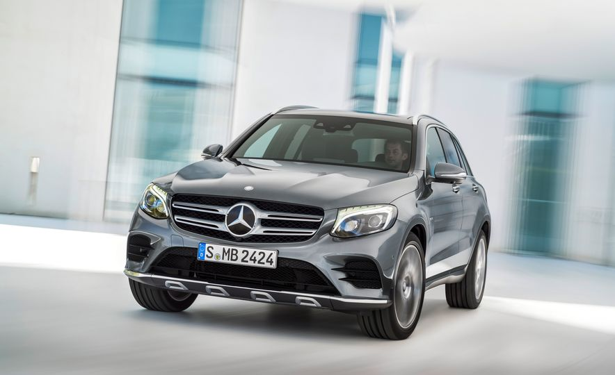 2016 Mercedes-Benz GLC250d 4MATICs (Euro-spec) - Slide 11