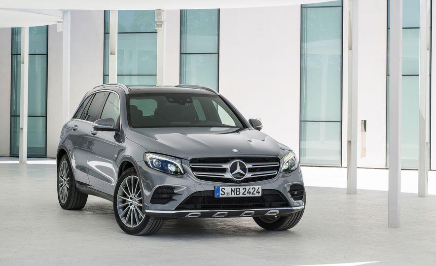 2016 Mercedes-Benz GLC250d 4MATICs (Euro-spec) - Slide 15