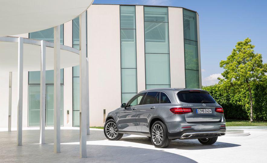 2016 Mercedes-Benz GLC250d 4MATICs (Euro-spec) - Slide 17