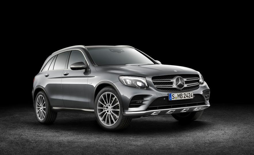 2016 Mercedes-Benz GLC250d 4MATICs (Euro-spec) - Slide 18