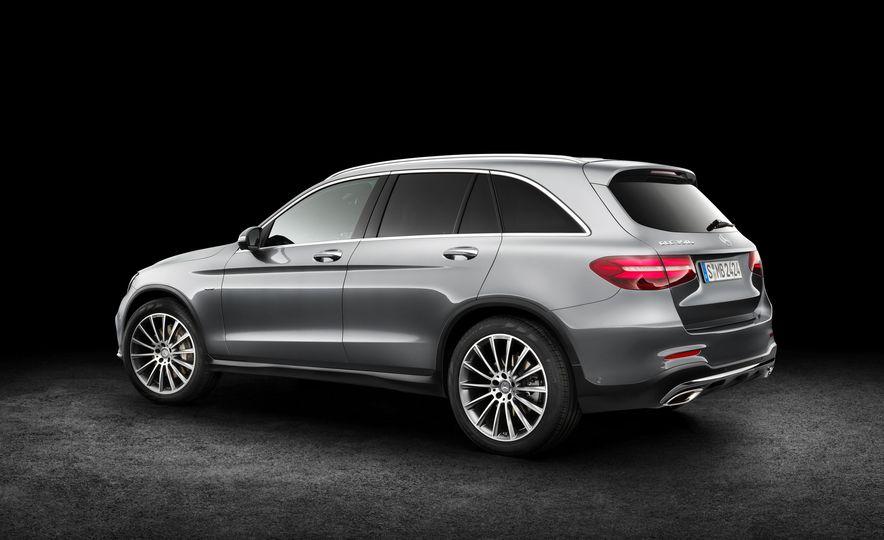 2016 Mercedes-Benz GLC250d 4MATICs (Euro-spec) - Slide 20