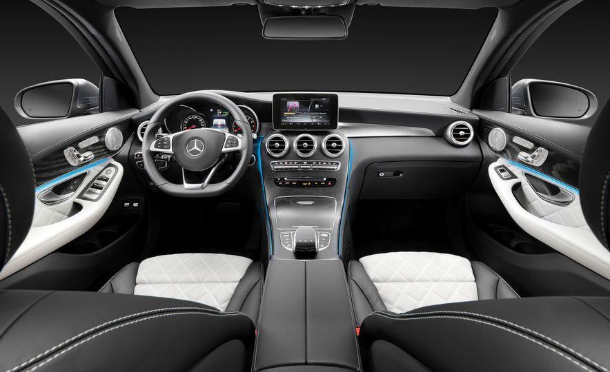 2016 Mercedes-Benz GLC250d 4MATICs (Euro-spec) - Slide 24