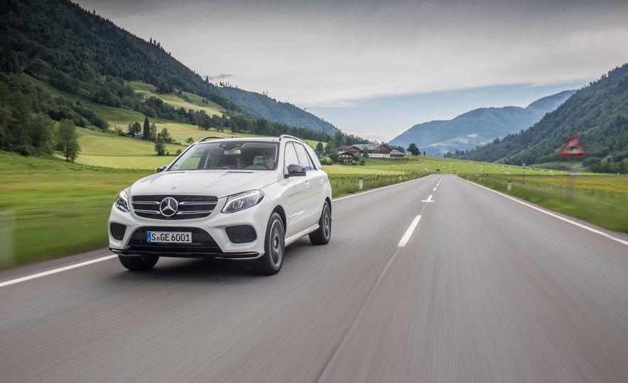 2016 Mercedes-Benz GLE400 4MATIC - Slide 2