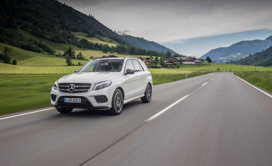2016 Mercedes-Benz GLE400 4MATIC - Slide 3