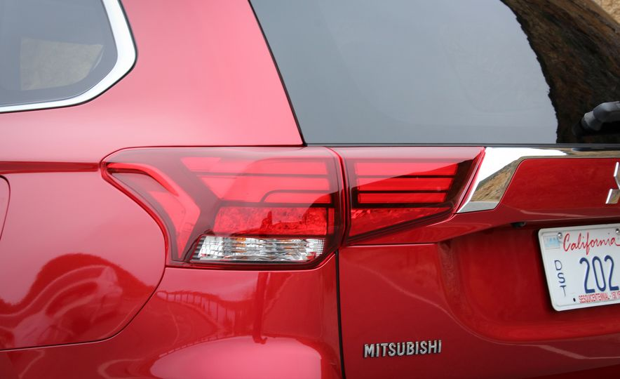 2016 Mitsubishi Outlander - Slide 8