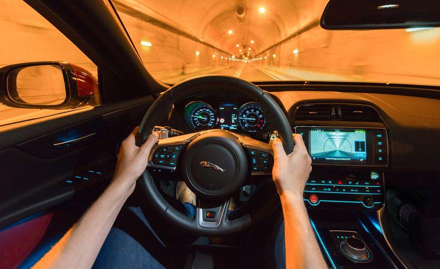 2016 Jaguar F-type R convertible - Slide 10