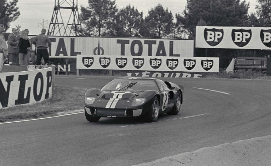Three Ford GT40's through the Esses - Slide 3
