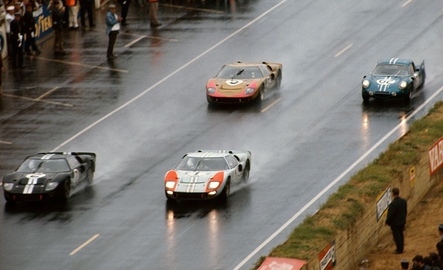 Three Ford GT40's through the Esses - Slide 4