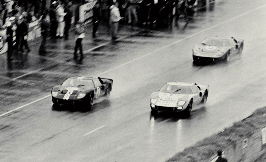 Three Ford GT40's through the Esses - Slide 5