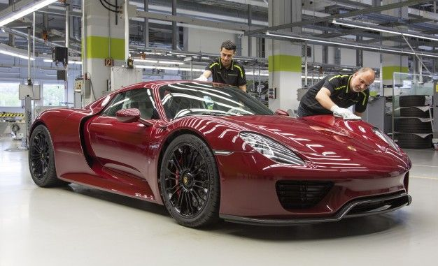The Final Porsche 918 Spyder Has Been Produced – News – Car and on porsche macan production, porsche 918 engine, porsche rs spyder engine,
