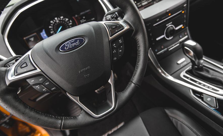 2015 Ford Edge 2.7L EcoBoost AWD - Slide 28