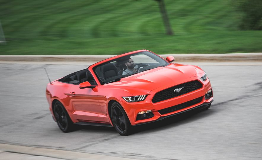 2015 Ford Mustang 2.3L EcoBoost convertible - Slide 1