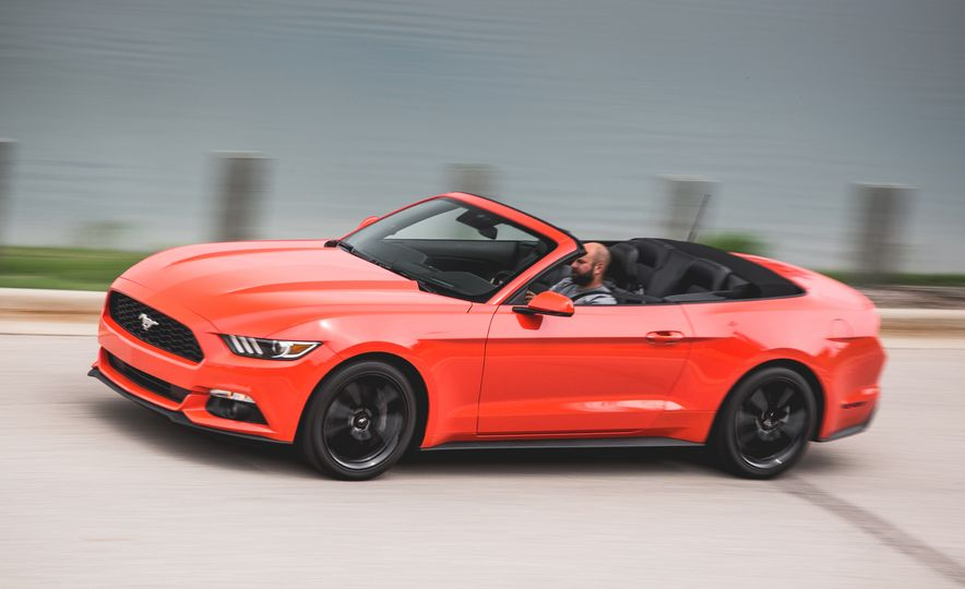 2015 Ford Mustang 2.3L EcoBoost convertible - Slide 3