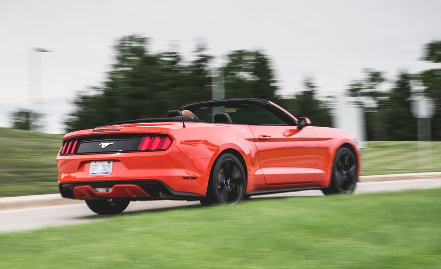 2015 Ford Mustang 2.3L EcoBoost convertible - Slide 6